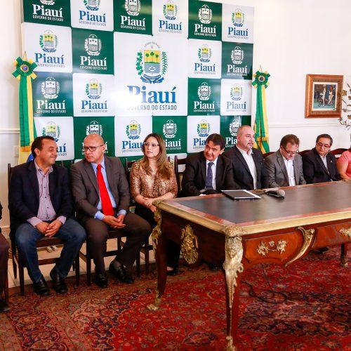 Seduc assina termo de Licença de Estudo a professores do Piauí