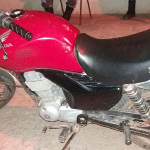 Força Tática do 20°BPM apreende motocicleta roubada em Caridade