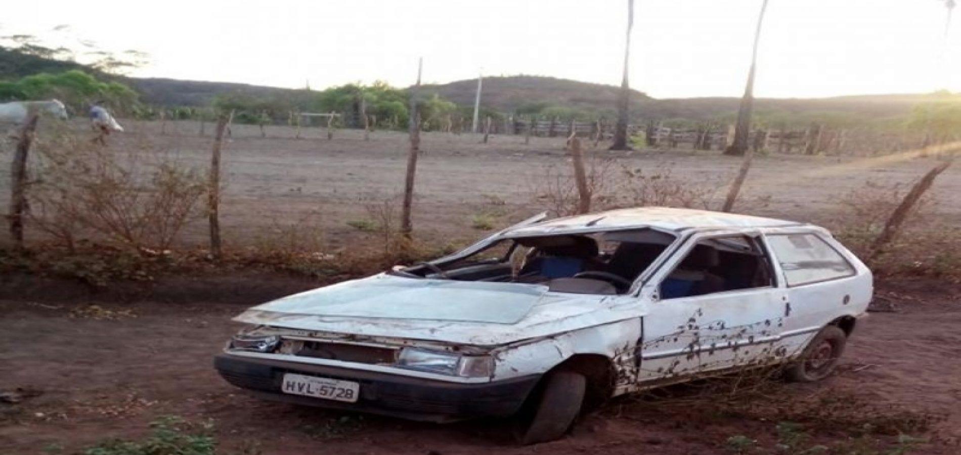Veículo capota e deixa um morto e dois feridos em Itainópolis
