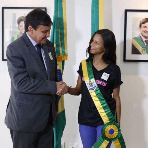 Wellington Dias adota #MeninasOcupam e Piauí tem primeira governadora mirim; fotos