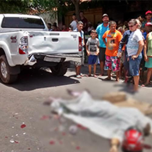Motociclista colide moto na traseira de Hilux e morre em cidade do Piauí