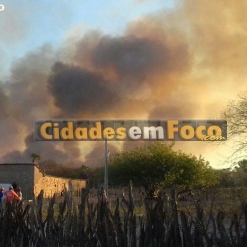 Incêndio de grande proporção preocupa moradores de Conceição do Canindé