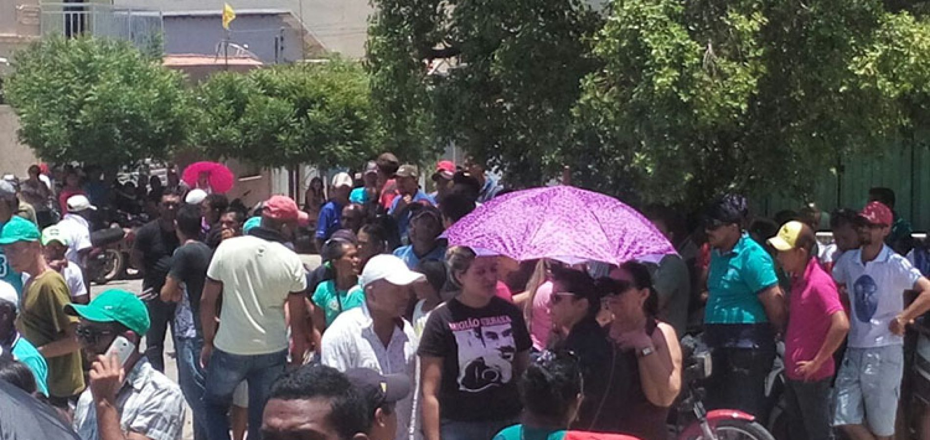 PIO IX   População protesta contra resultado e candidato pedirá impugnação de urnas