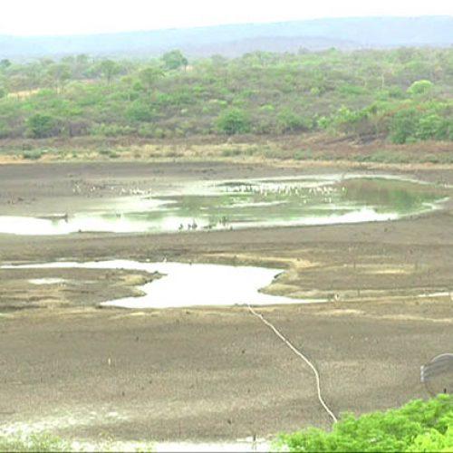 Açudes secam no Piauí depois de anos de estiagem