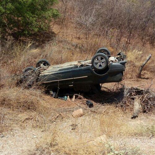 Motorista perde o controle de carro e capota no interior de Patos do PI