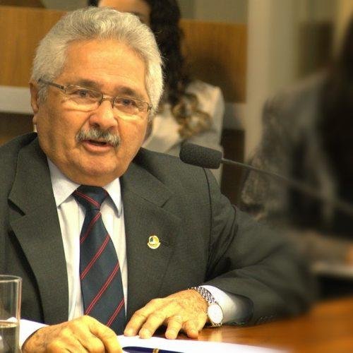 Senador Elmano Férrer destina recursos para abastecimento de água em diversas cidades; veja quais
