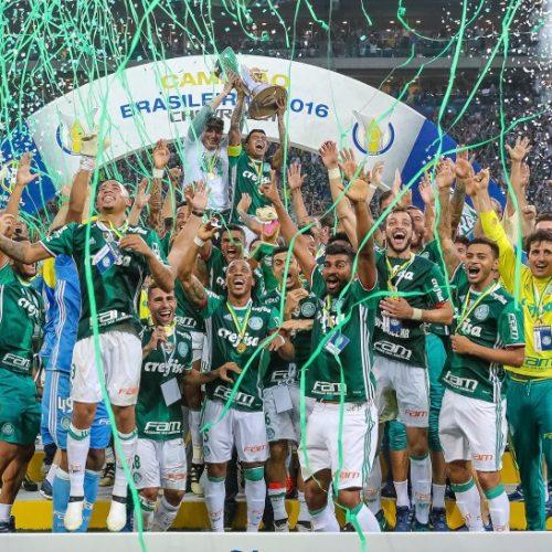 A uma rodada do fim do Brasileirão, Palmeiras levanta taça de campeão