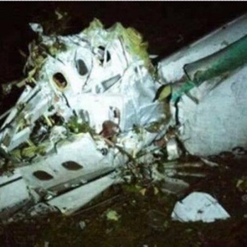 Avião com equipe da Chapecoense cai na Colômbia e deixa 76 mortos e 5 sobreviventes