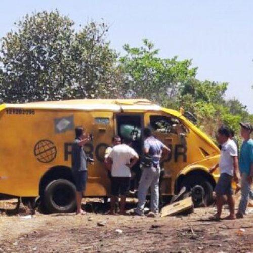EXPLOSÃO: Carro forte cheio de dinheiro é explodido entre as cidades de Campo Maior e Altos no PI