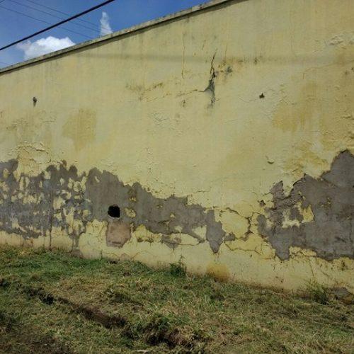 Preso mantido em cela interditada de delegacia foge ao cavar buraco no Piauí