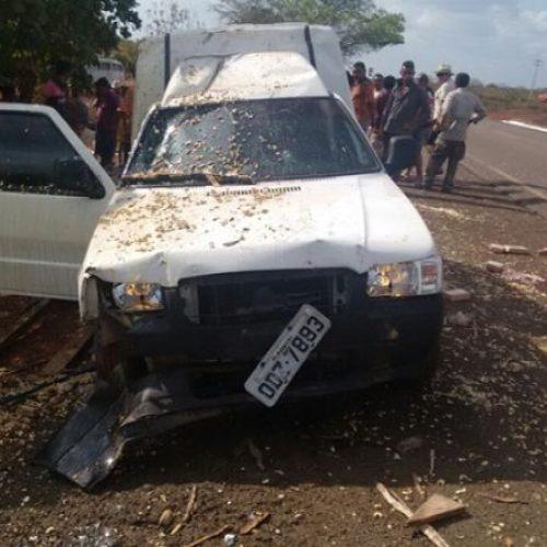 Carro destrói barracas de castanhas e deixa uma pessoa morta no povoado Mirolândia; veja fotos