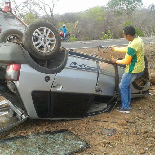 Secretário de Saúde perde controle do veículo e capota na PI 236; fotos