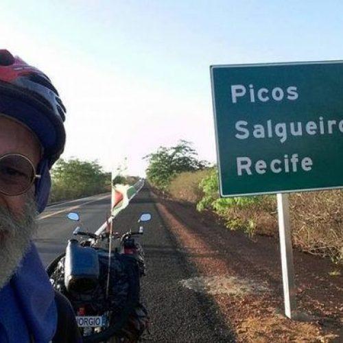 Italiano de 58 anos que percorre Brasil de bicicleta chega a Picos