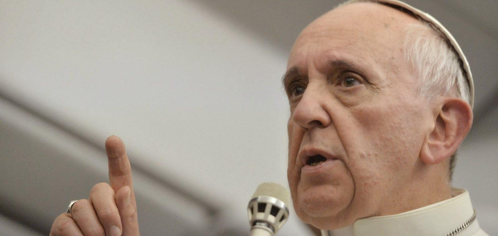 """Papa recusou beijos de fiéis por """"higiene"""", diz Vaticano"""