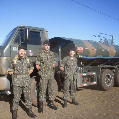Temer corta orçamento do Exército que distribui água no Nordeste
