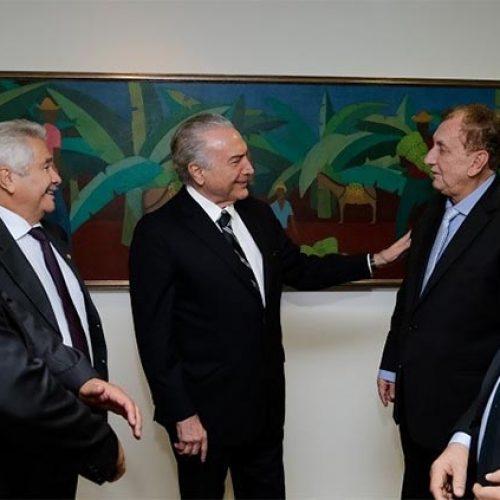 Michel  Temer promete rodovia no PI e adia conversa com Elmano Ferrer sobre PMDB