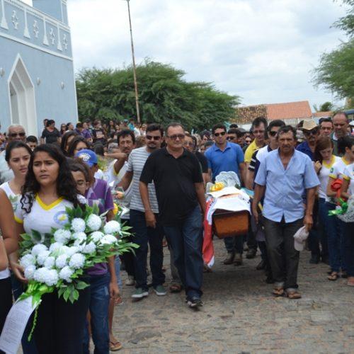 Multidão dá o último adeus ao professor Zé Abílio em São Julião; imagens