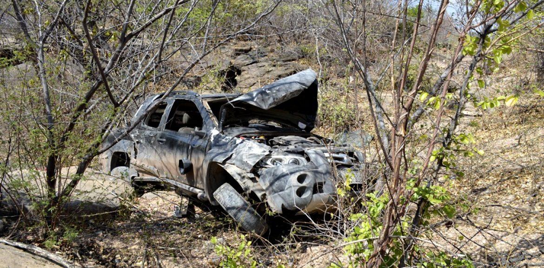 JAICÓS   Motorista perde o controle de carro e tomba em penhasco na PI 243; veja fotos