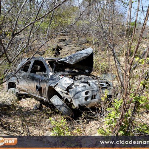 JAICÓS | Motorista perde o controle de carro e tomba em penhasco na PI 243; veja fotos