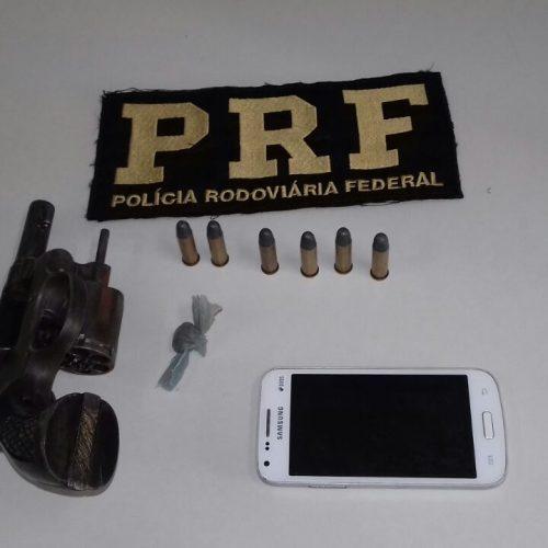 PRF recupera moto roubada e apreende arma em Floriano