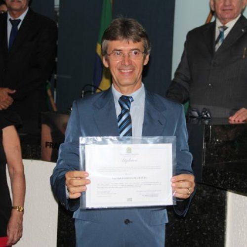 Prefeito eleito em Dom Expedito Lopes é diplomado
