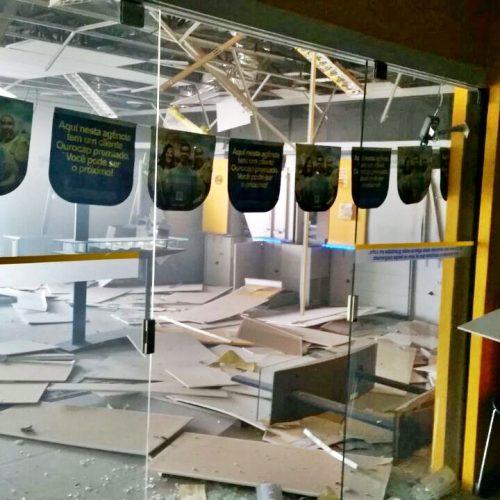 Bandidos explodem caixas de agência do Banco do Brasil de Picos; veja fotos