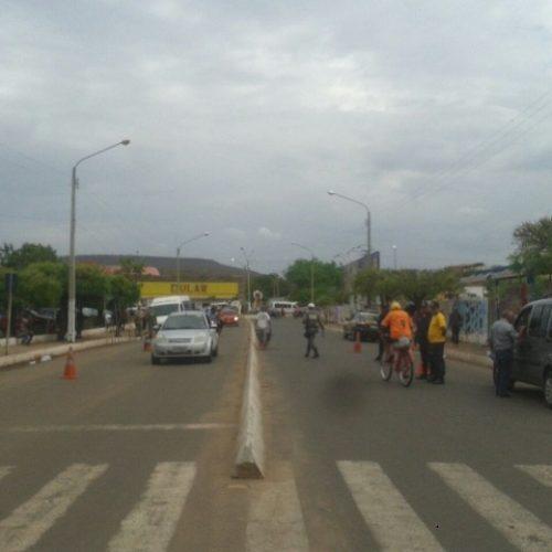 Blitz fiscaliza veículos de transporte clandestino em Picos