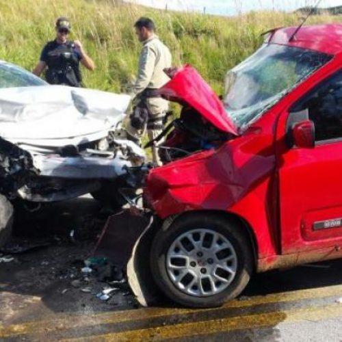 Colisão frontal deixa duas pessoas mortas e seis feridas em São José do Piauí