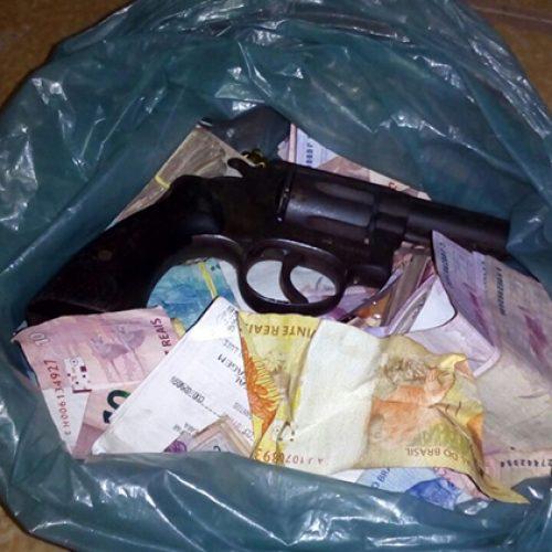 Dupla é presa fugindo para o Ceará com sacola de dinheiro de assalto