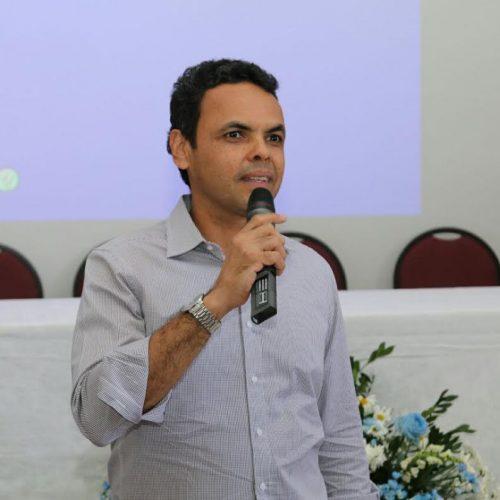Gil Carlos defende reuniões anuais entre prefeituras e Governo do Estado