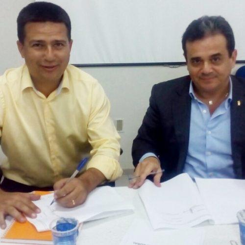 Prefeito Vianney assina convênio de R$ 1,2 milhões para abastecimento de água em Caldeirão Grande do Piauí