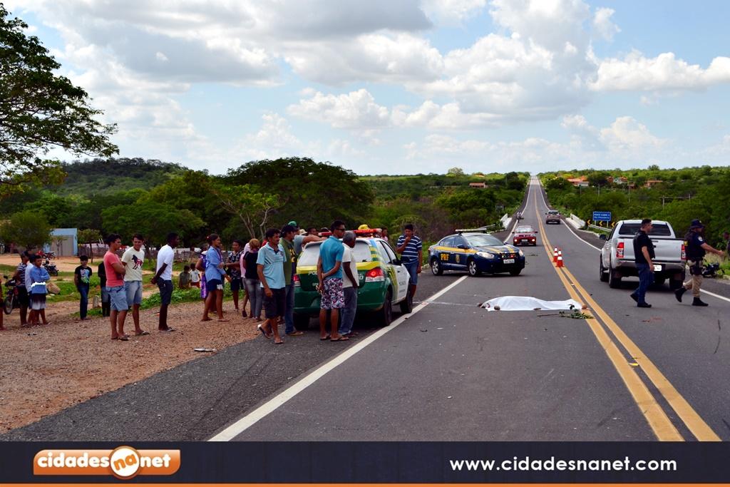 Colisão entre uma motocicleta e carro deixa homem morto na BR 316 ... 29376dd04892b