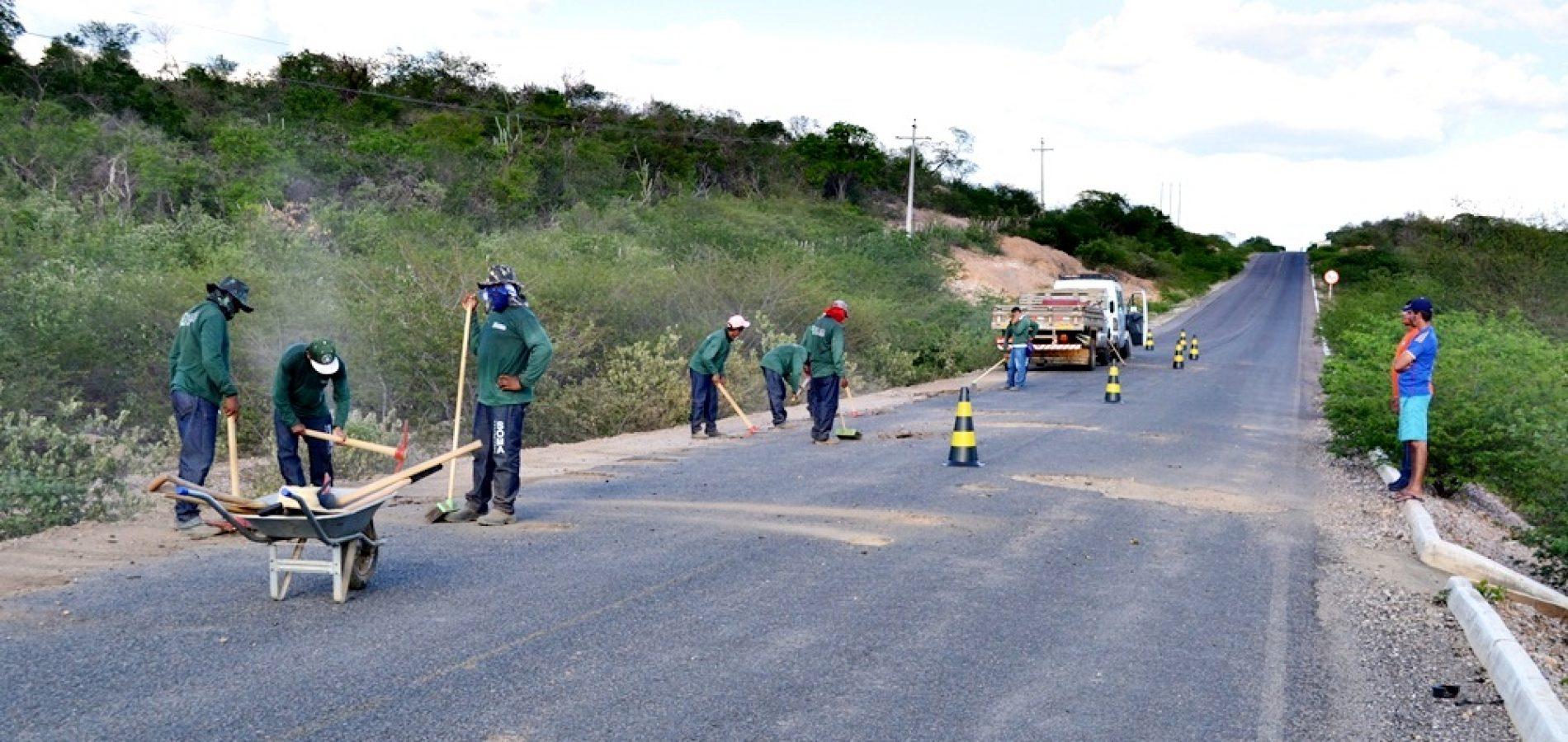 Governo inicia recuperação do asfalto de Jaicós a Francisco Macedo; prefeito visita obras e fala da importância