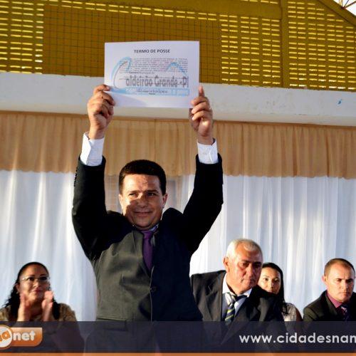 FOTOS | Posse do prefeito Vianney, vice Zulene e vereadores em Caldeirão Grande do Piauí