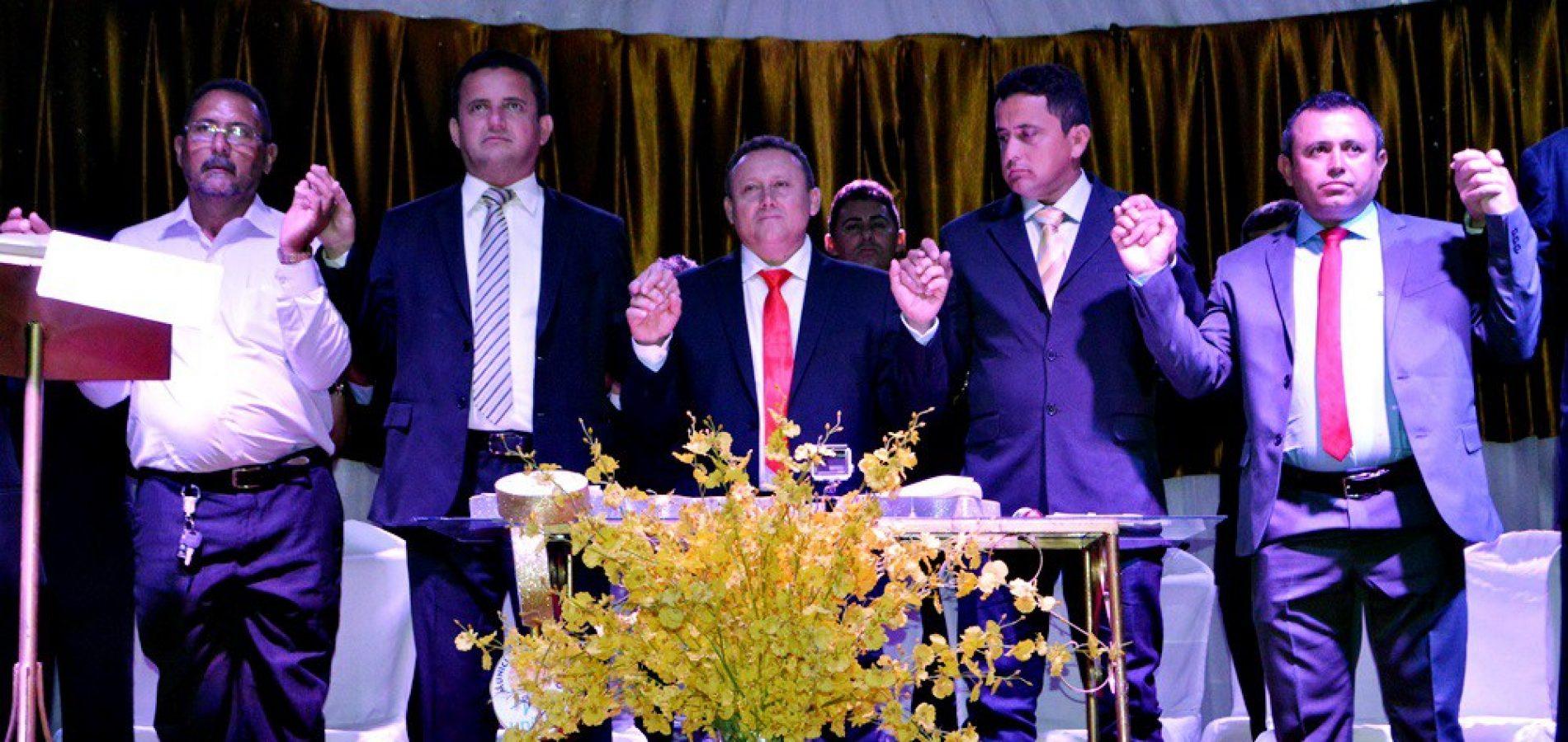Edilson Brito e Antônio Tiago são empossados prefeito e vice em Vila Nova; veja fotos
