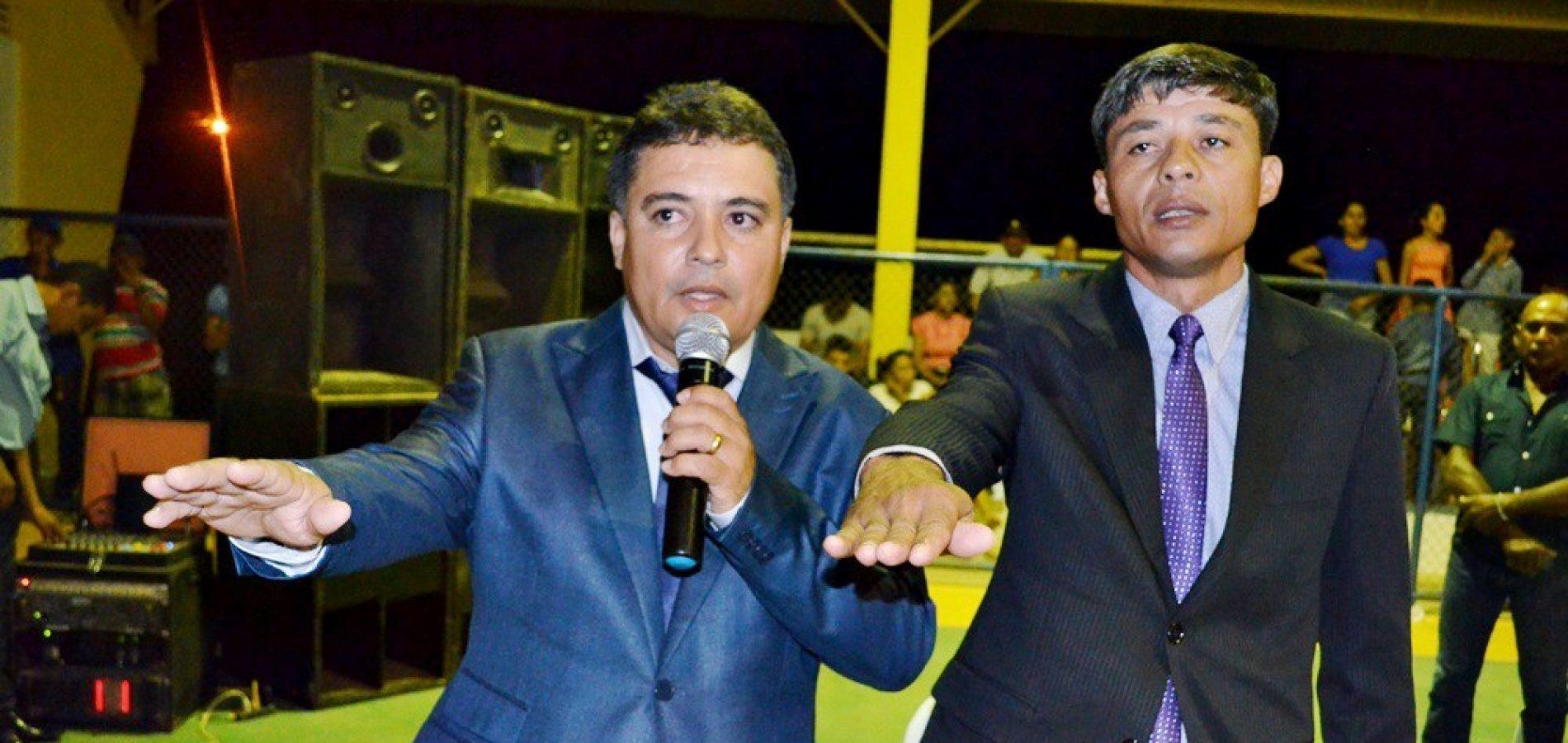 VERA MENDES   Milton é empossado prefeito ao lado do vice Caçulinha e vereador da base é eleito presidente da Câmara
