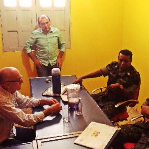 Prefeito Raimundo Júlio se reúne com representantes do Exército e discute mudanças na Operação Pipa em Queimada Nova