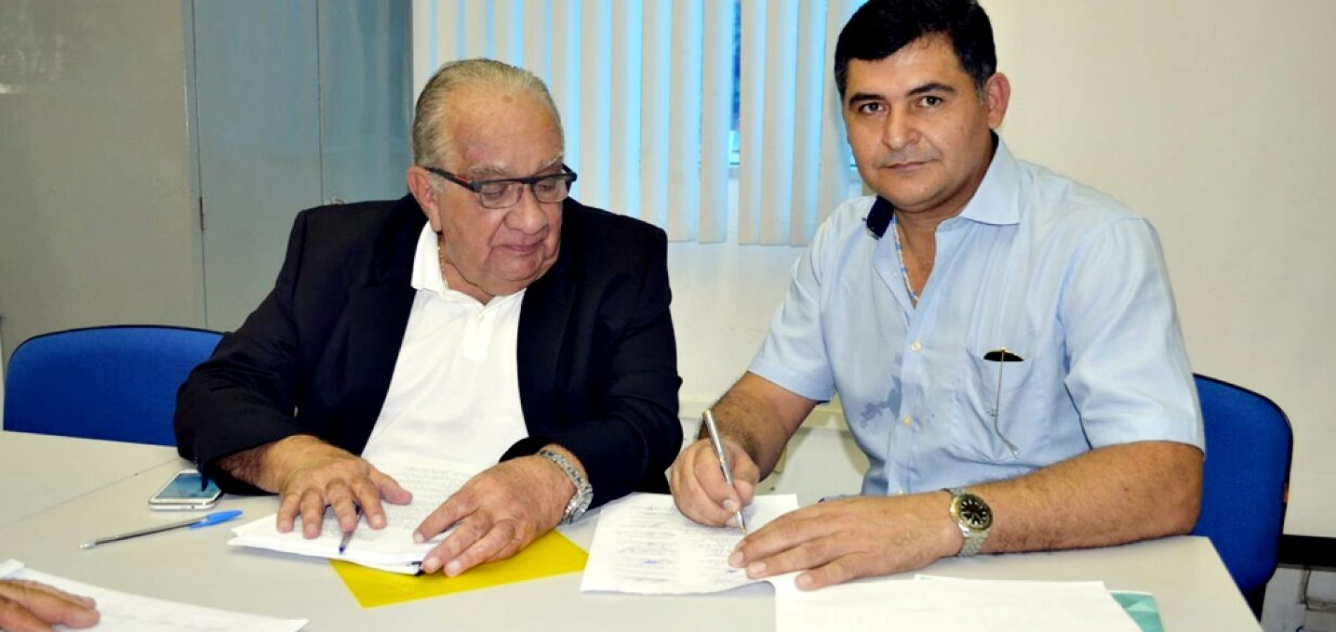 SÃO JULIÃO   Dr. Jonas assina convênio com a FUNASA para elaboração do Plano Municipal de Saneamento Básico