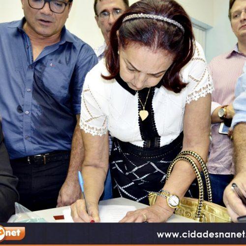 FRONTEIRAS | Em Teresina prefeita Maria José assina convênio com a FUNASA para elaboração do Plano Municipal de Saneamento Básico