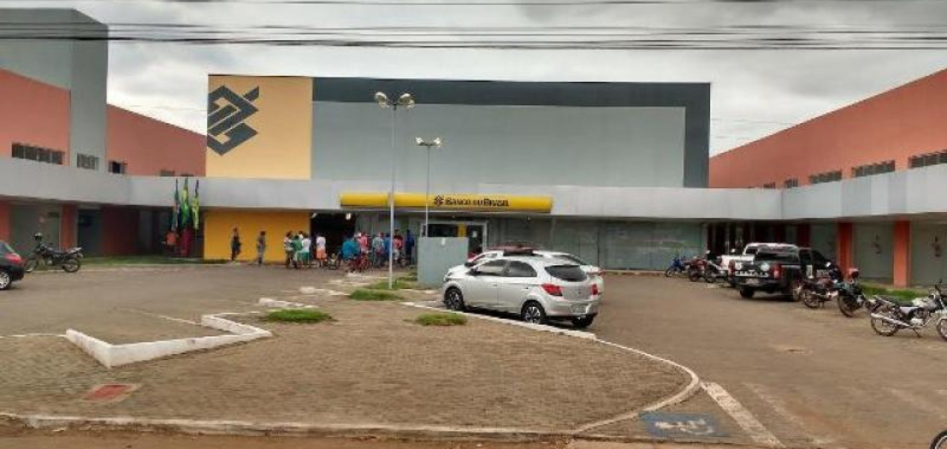 PICOS | Após explosão, agência bancária passa por reforma e não realiza atendimentos