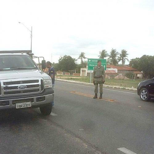 Barreira volante retoma com a fiscalização de transporte de produtos e animais em Jaicós