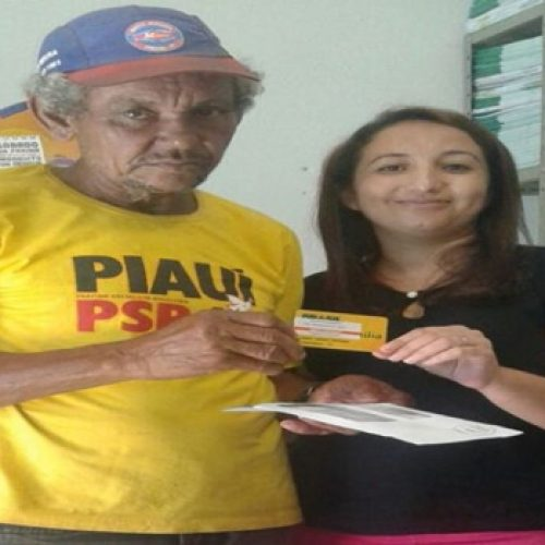 Após receber aposentadoria, agricultor devolve cartão do Bolsa Família em São Julião