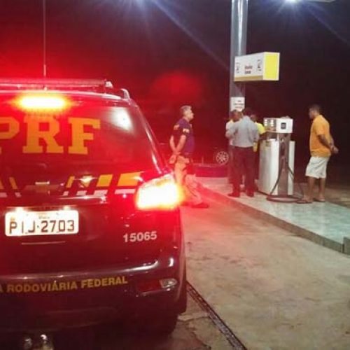 PRF flagra menor e outros 15 trabalhadores irregulares em postos de gasolina na BR-343