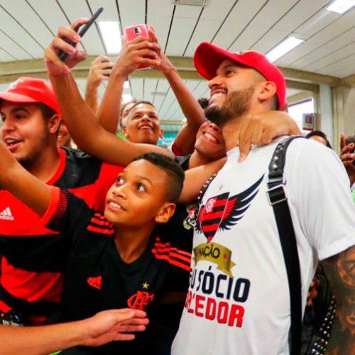 Picoense Rômulo é recebido com festa no Flamengo