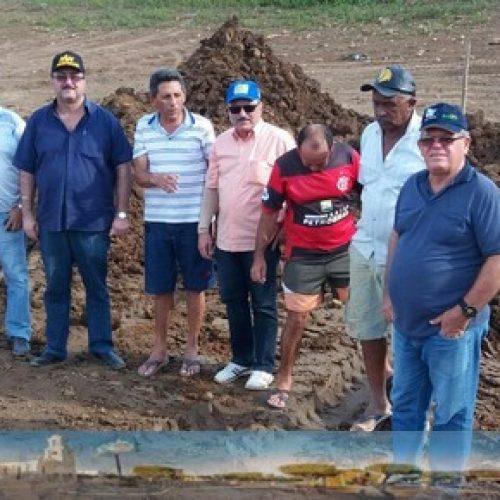 Prefeitura de Simões realiza limpeza em barreiros e reforma de escola municipal em Simões