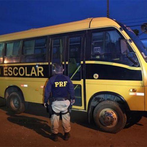 PRF flagra ônibus transportando passageiros de forma irregular em Picos