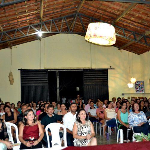 Palestra com a Dra. Graça Moura abre encontro com professores para o início do ano letivo em Vila Nova; veja fotos