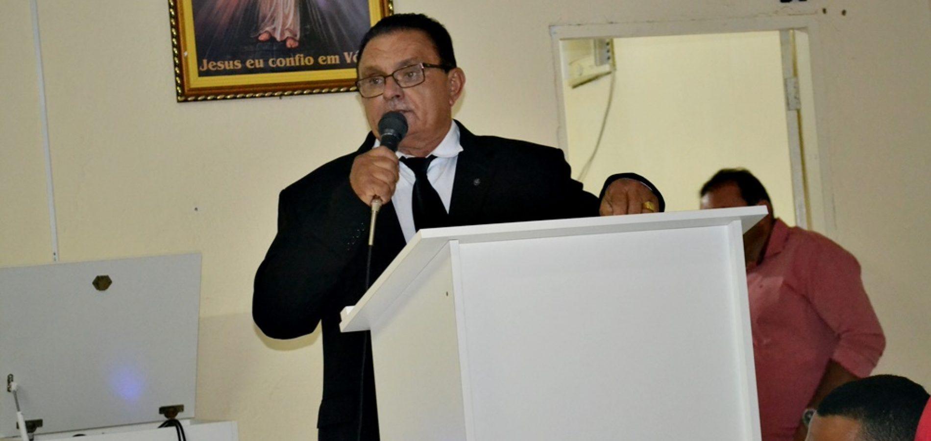 Prefeito leva mensagem do Executivo na abertura dos trabalhos legislativos da Câmara de Francisco Macedo