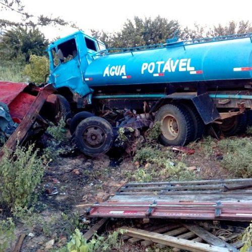 Duas pessoas morrem e duas ficam feridas em grave acidente com pipa e Mercedes na BR 407, em Patos; veja fotos