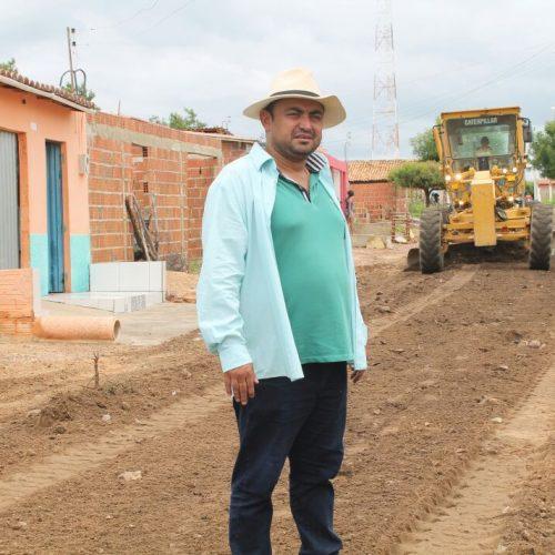 Prefeitura de Alegrete recupera estradas vicinais que liga o Bairro Bela Vista a localidade Baraúnas